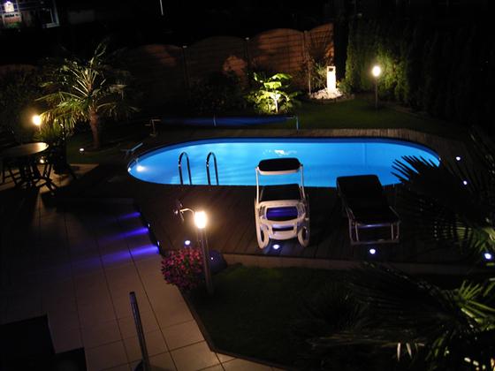 Pool-bei-Nacht